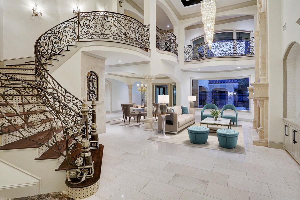 William David Homes - Grand Entryway